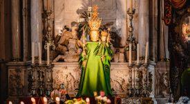 Edouard Vermeulen a créé une robe haute couture pour la Vierge d'Anvers
