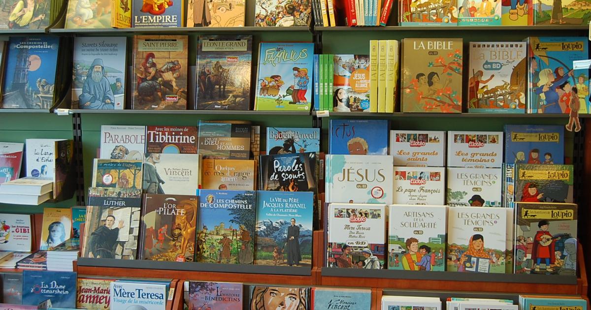 Ensemble de livres en vente à l'UOPC de Bruxelles ©UOPC